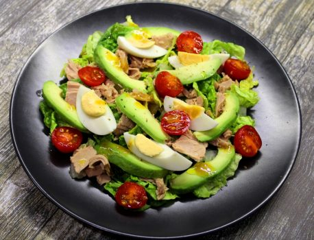 Sałatka z tuńczykiem i awokado