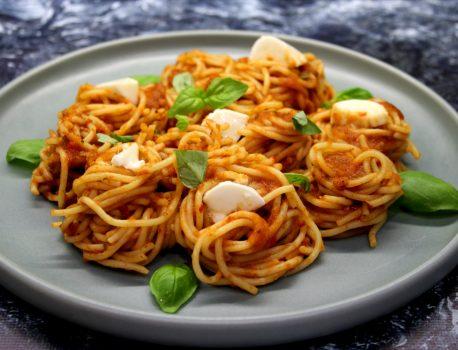 Spaghetti z sosem warzywnym
